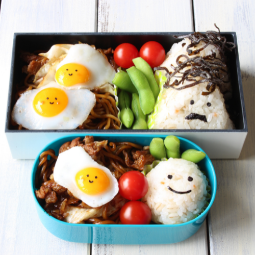 Deux boites de lunch box, une pour les adultes et une autre pour les petits