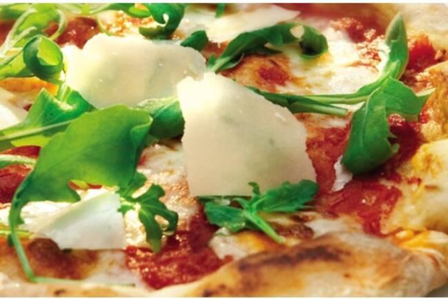 Recette Pizza à la roquette et au parmesan