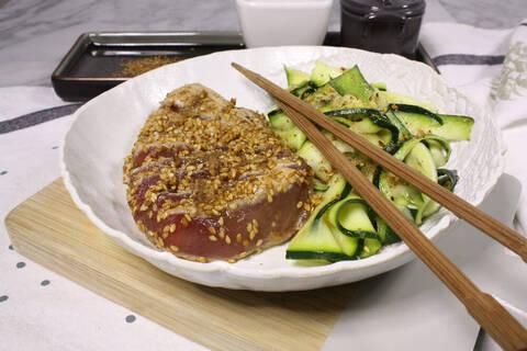 Recette de Tataki mi-cuit d'espadon, courgettes, sésame