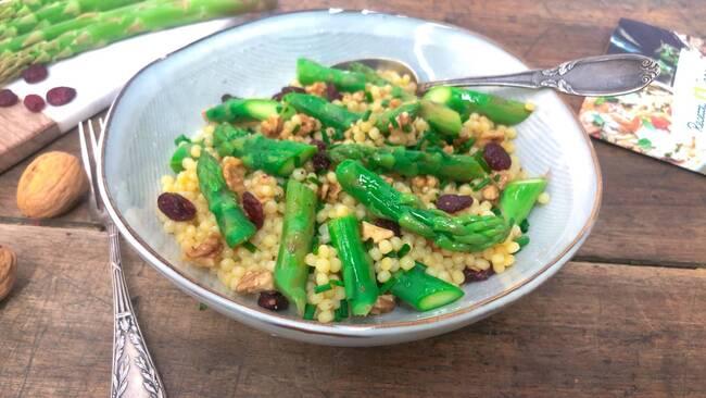 Recette Salade de pâtes perles aux asperges et aux herbes