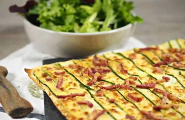 Recette Flammekueche aux courgettes - Salade