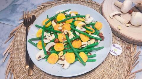 Recette de Salade de haricots verts aux noisettes et champignons - Quenelles poêlées