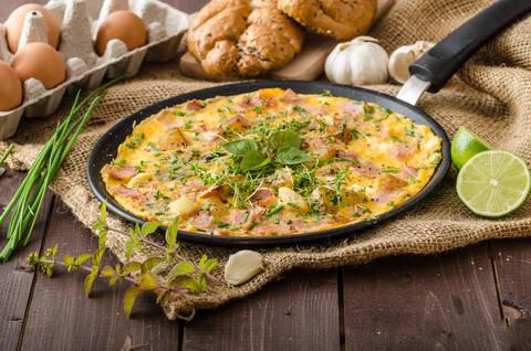 Recette de Frittata au jambon - Salade de tomates