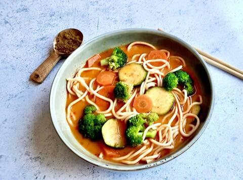 Recette de Curry jaune de légumes aux nouilles de blé