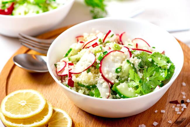 Recette Salade de boulgour au radis et au concombre - Carpaccio de tomates à l'huile d'olive