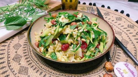 Recette de Salade de blé tendre, tagliatelles de courgette, cranberries