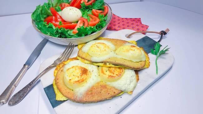 Recette Salade au pain perdu, chèvre frais, œufs pochés - Avocats