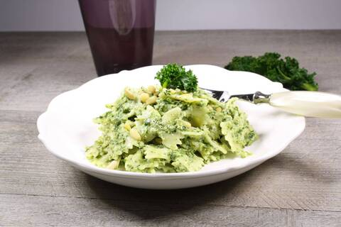 Recette de Farfalles au pesto de chou kale et fromage frais