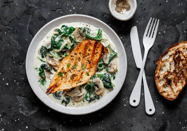 Recette Poulet à la crème aux champignons et au kale