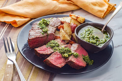 Recette Entrecôte sauce chimichurri, pommes de terre et patates douces au four (SG)