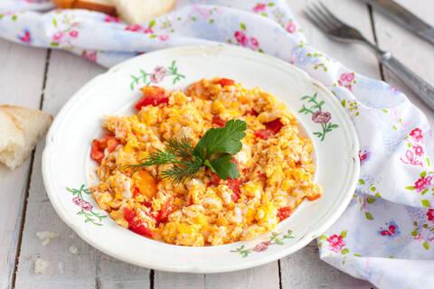 Recette de Tofu brouillé aux tomates séchées, pommes de terre sautées (SG)