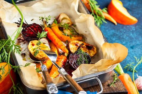 Recette de Légumes racines rôtis au sirop d'érable - Galette de céréales