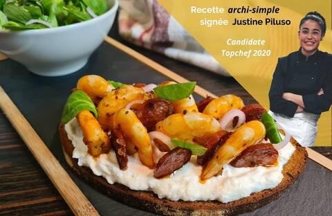 Recette de Crevettes et chorizo poêlés - Tartines ricotta citronnée à la mâche