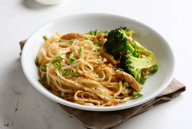 Recette Wok de brocolis et champignons laqués, nouilles chinoises