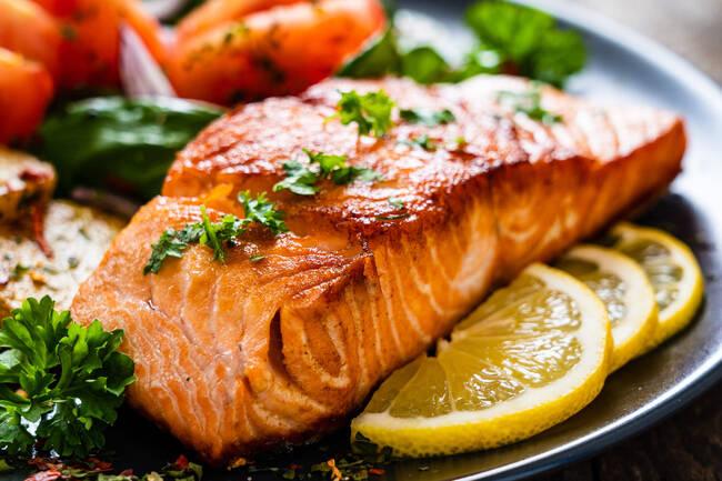Recette Pavés de saumon au sirop d'érable, légumes poêlés (SG)