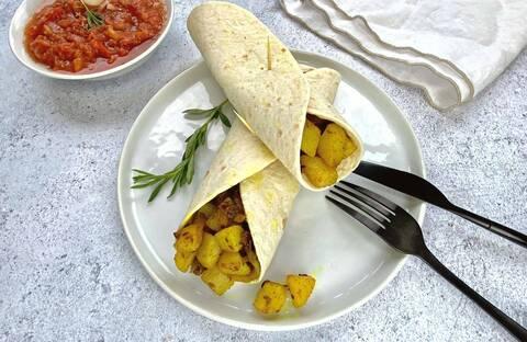 Recette de Wrap de massala de pommes de terre - Salade de tomates