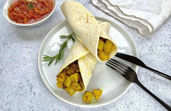Recette Wrap de massala de pommes de terre - Salade de tomates