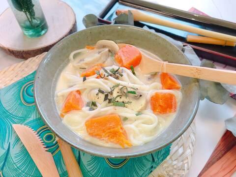 Recette de Tom kha aux nouilles udon et aux légumes