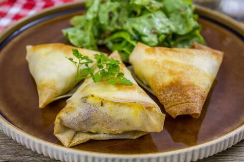 Recette de Samoussas végétariens - Salade aux noix