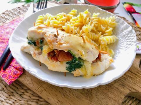 Recette de Poulet farci aux épinards et tomates confites - Pâtes