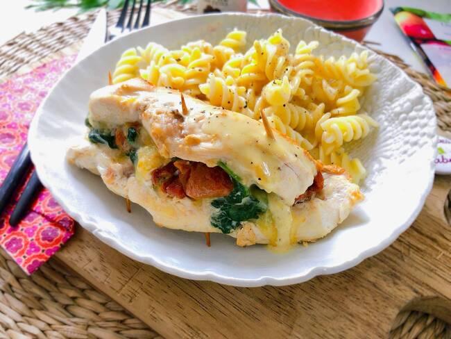 Recette Poulet farci aux épinards et tomates confites - Pâtes