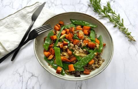 Recette Salade tiède lentilles, quinoa, patate douce et légumes verts (SG)