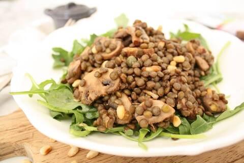 Recette de Lentilles aux oignons caramélisés et aux champignons - Avocats (SG)
