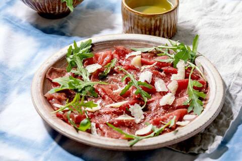 Recette Carpaccio de bœuf au parmesan et au basilic, pommes de terre sautées (SG)