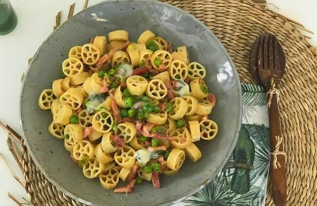 Recette Pâtes ruote aux petits pois, pancetta et gorgonzola
