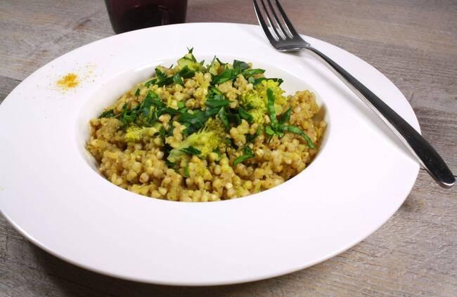Recette Sarrasin aux brocolis, noisettes dorées et crème de riz épicée (SG)