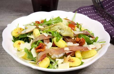 Recette de Salade de gnocchis aux coeurs d'artichauts et tomates séchées