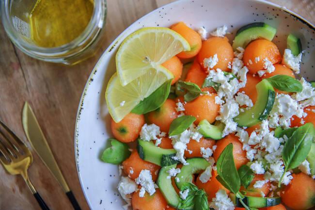 Recette Salade fraicheur melon-concombre-féta, gnocchis alsaciens poêlés