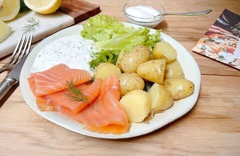 Recette de Truite fumée et pommes de terre vapeur, sauce fromage blanc citron-aneth (SG)