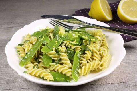 Recette de Fusilli au pesto et zeste de citron - Haricots verts frais