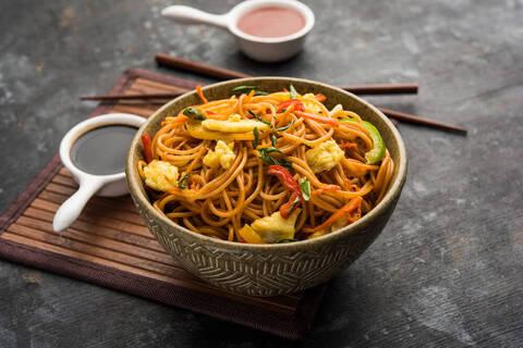 Recette de Nouilles japonaises aux légumes et aux cacahuètes