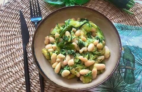 Recette Courgettes et haricots blancs au pesto - Avocat (SG)