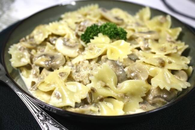 Recette Farfalles sauce crémeuse d'olive vertes et champignons