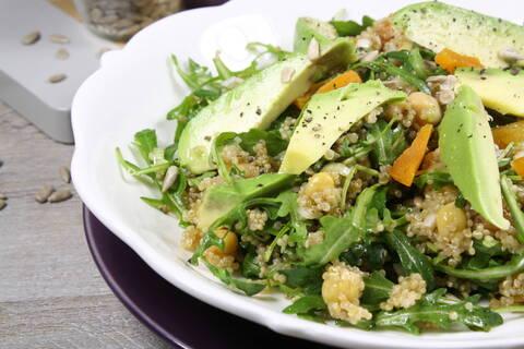Recette de Salade gourmande de quinoa, avocat, noisettes