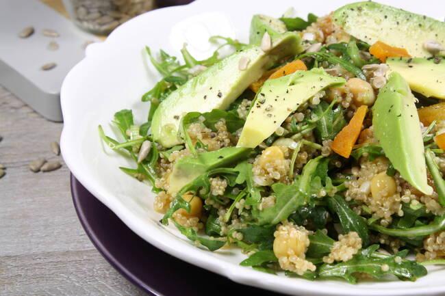 Recette Salade gourmande de quinoa, avocat, noisettes