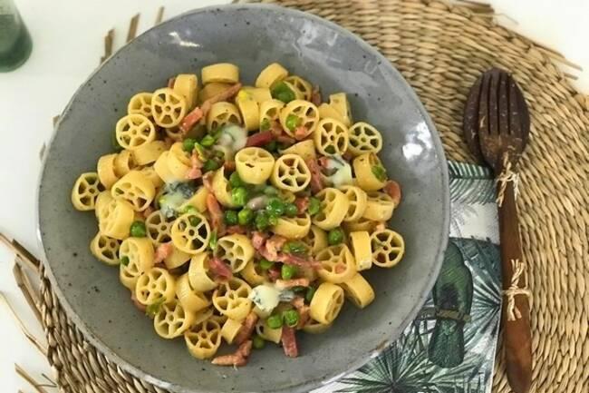 Recette Pâtes ruote aux petits pois et gorgonzola