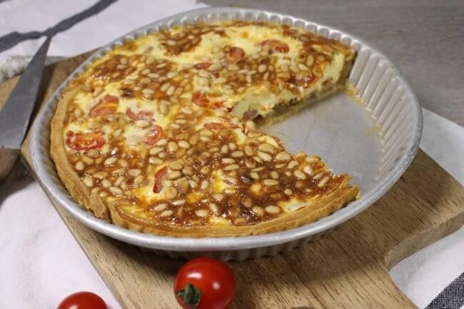 Recette Quiche aux tomates cerises et pignons, salade