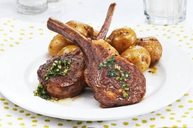 Recette Côtes d'agneau aux noisettes, poêlée de ratte
