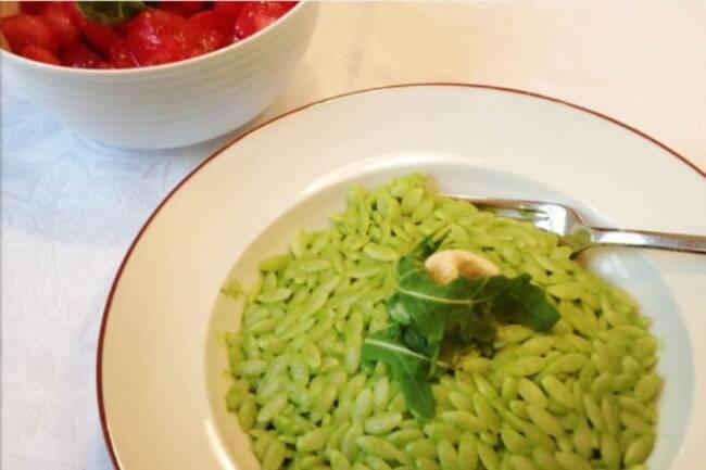 Recette Coquillettes au pesto  Salade de tomates