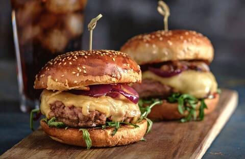 Recette de Hamburger maison au comté - Salade