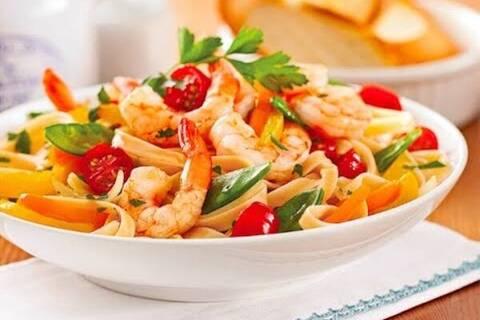 Recette de Wok de crevettes aux légumes et aux noix