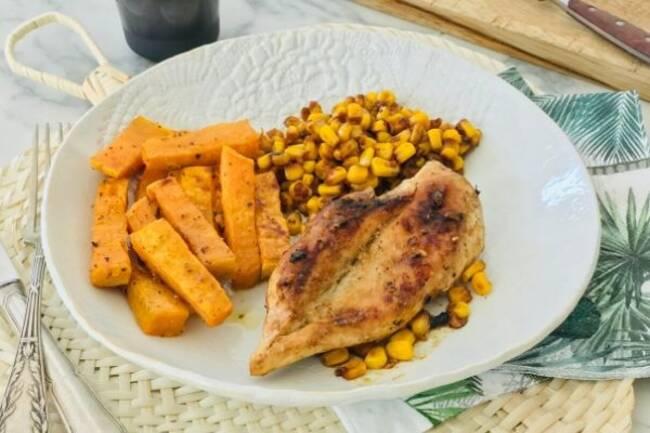 Recette Poulet laqué, maïs et frites de patate douce