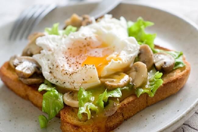 Recette Tartines aux champignons et oeufs poches, sal