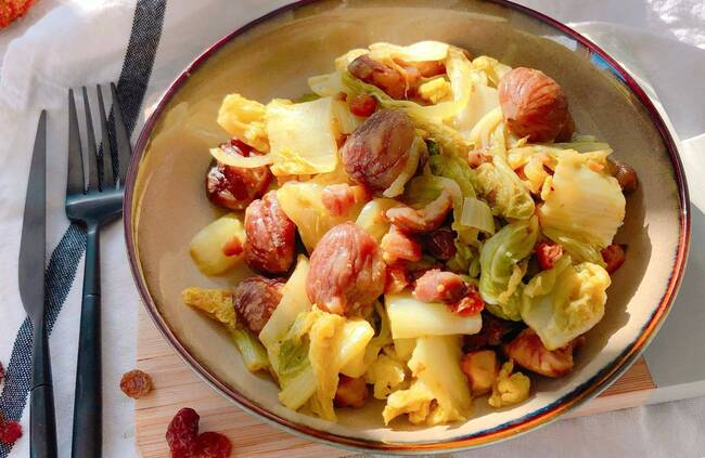Recette Poêlée de châtaignes au chou chinois - Gnocchis dorés