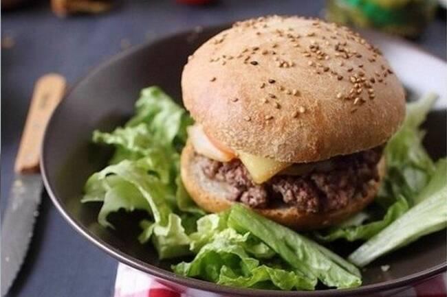 Recette Hamburger a la tomme de Savoie salade
