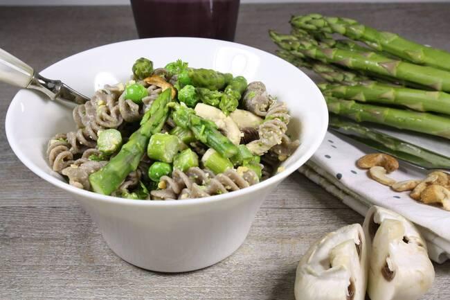 Recette Fusilli aux asperges vertes, petits pois et champignons, sauce cajou